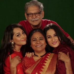 Mohan Joshi With The Team Of Dadi Amma.. Dadi Amma Maan Jaao!
