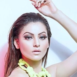 Urvashi Rautela's powerful and killer dance moves on Britney Spears's Tap in x Gimme More, Breaks the internet