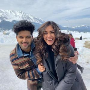 Mrunal Thakur to romance Guru Randhawa in an upcoming music video