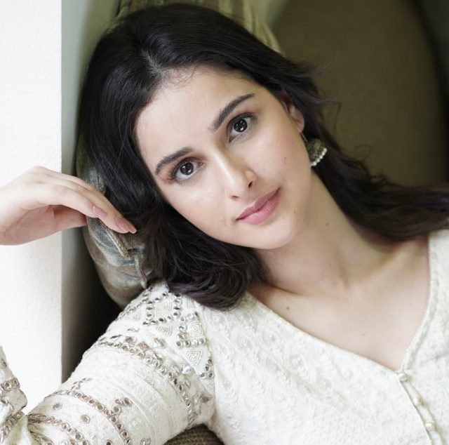 6 Times Sadia Khateeb nailed theoff-white outfits!