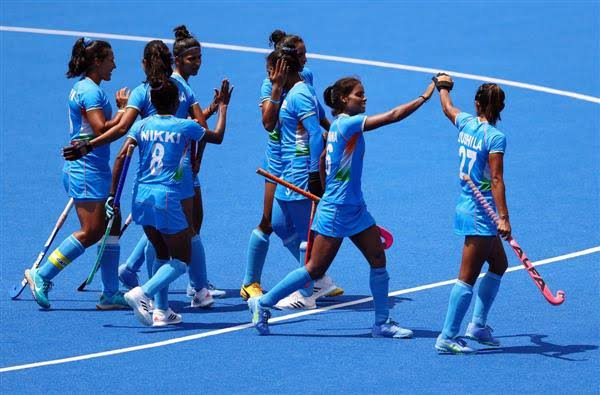 Bollywood celebs 'proud' of women's hockey team's performance at Olympics