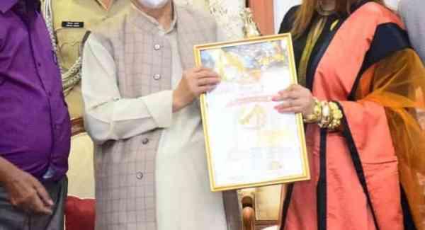 Payal Ghosh wins the Bharat Ratna Dr. APJ Abdul Kalam award from the honorable Governor of Maharashtra
