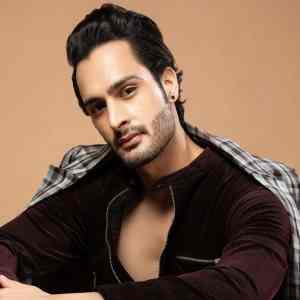 Ex Bigg Boss contestants support Umar Riaz on getting injured