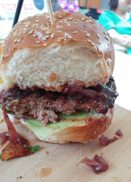 """Au cei de la """"Burgeri si scoici"""" ce mai buni burgeri?"""