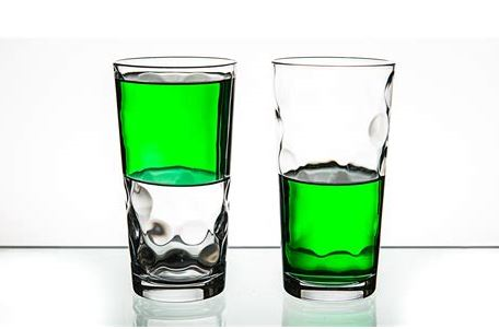 Glas halbleer oder halbvoll
