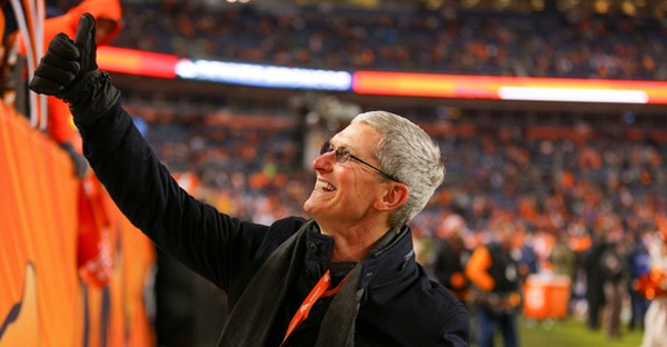 Apple CEO Tim Cook walks on the field and waives at fans after a game between the Denver Broncos and the Oakland Raiders at Sports Authority Field at Mile High on December 28, 2014 in Denver, Colorado. (Justin Edmonds/Getty Images North America)