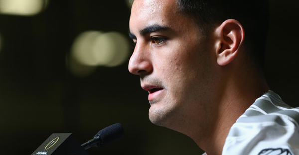 Marcus Mariota #8 of the Oregon Ducks during Media Day for the College Football Playoff National Championship at Dallas Convention Center on January 10, 2015 in Dallas, Texas. (Ronald Martinez/Getty Images North America)
