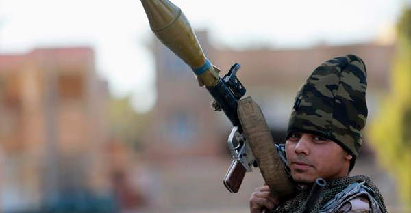 A pro-government Libyan militia member, who are backed by locals, holds a rocket-propelled grenade (RPG) during clashes in the streets with the Shura Council of Libyan Revolutionaries. December. 28. 2014.  (REUTERS)