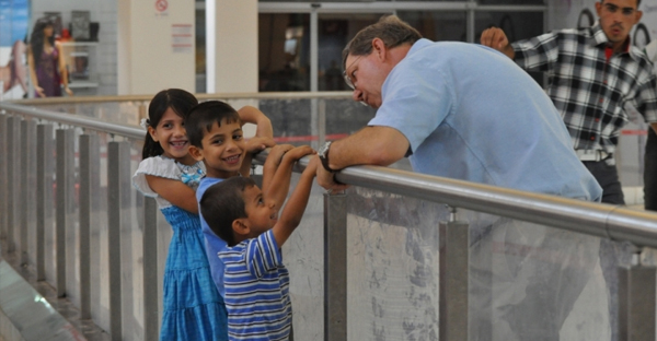 Iraqi children speak to a westerner at Tablo Mall, the largest shopping mall in Erbil, Kurdistan, Iraq, in September, 2011, just prior to the pullout of American troops in the region. (Photo by Joni B. Hannigan)