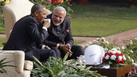 U.S. President Barack Obama and India's Prime Minister Narendra Modi (R) talk as they have coffee and tea together in the gardens of Hyderabad House in New Delhi January 25. (Reuters/Jim Bourg)
