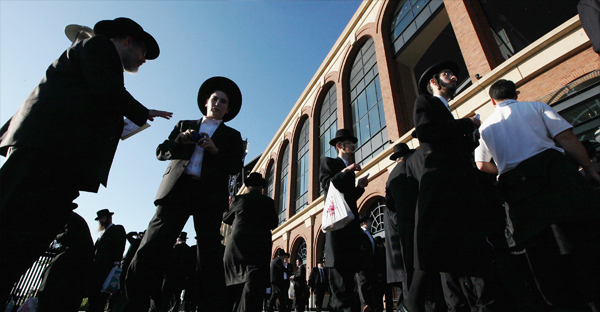 a-crowd-of-orthodox-JEWS