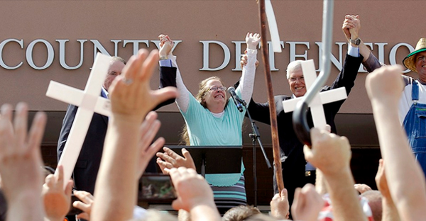Mike Huckabee and Mat Staver join Kim Davis upon her release (Chris Tilley / Reuters)