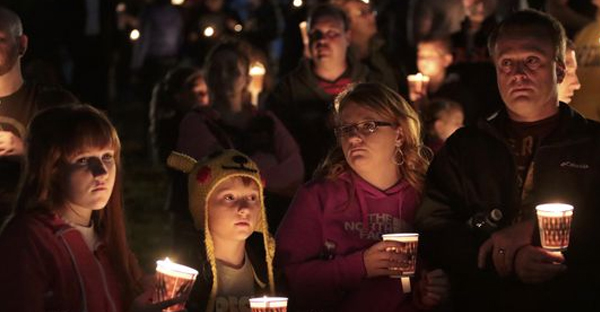 Denizens of Roseburg gather at a candlelight vigil for the victims of a shooting October 1, 2015 in Roseburg, Ore. (Michael Lloyd, Getty Images)