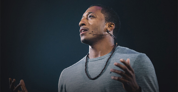 here-is-LECRAE-speaking-about-something