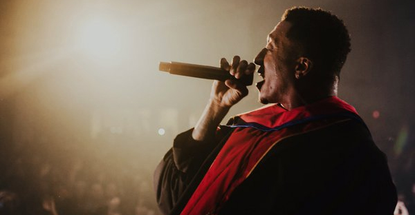 Lecrae received an honorary doctorate last night then encored wearing a graduation gown. (‏@RayNeutron/Twitter)