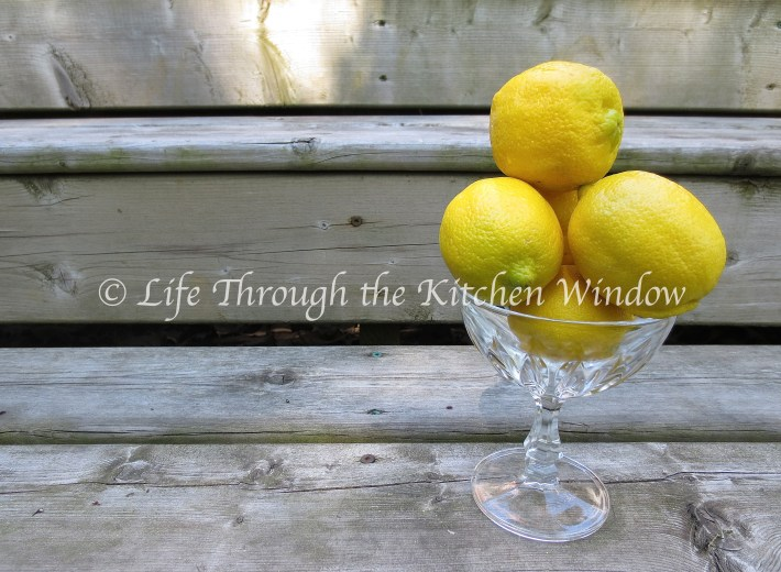 Lemons in a dish | © Life Through the Kitchen Window