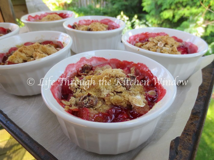 Rhubarb Strawberry Crisp with a Muesli Crumble | © Life Through the Kitchen Window