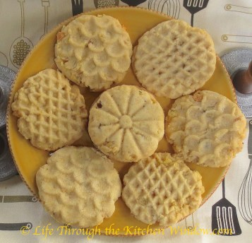 Potato Chip Cookies | © Life Through the Kitchen Window.com
