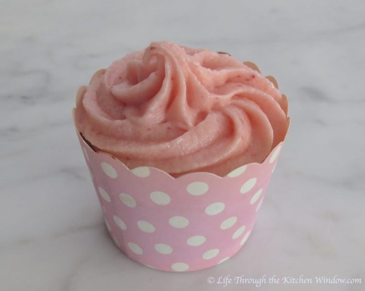 Strawberry Chocolate Cupcakes with Strawberry Buttercream | © Life Through the Kitchen Window.com