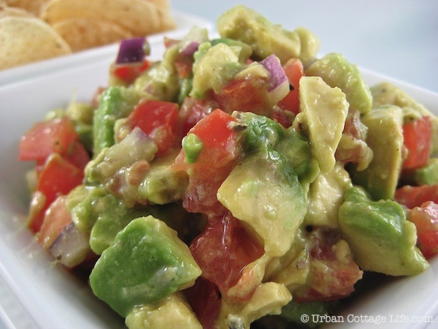 Holiday Mingle Chunky Guacamole  |© Urban Cottage Life.com