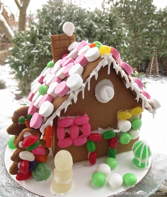 Holiday Mingle Gingerbread House  © Urban Cottage Life.com