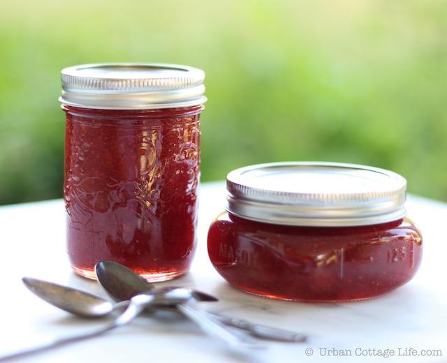 Strawberry Rhubarb Jam |© UrbanCottageLife.com