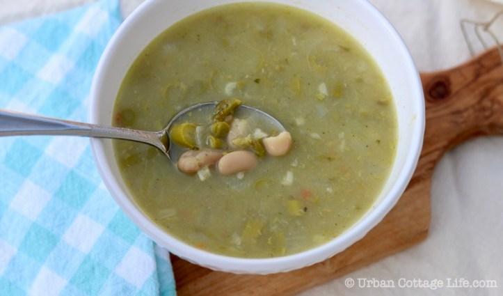 Asparagus White Bean Soup ❘ UrbanCottageLife.com