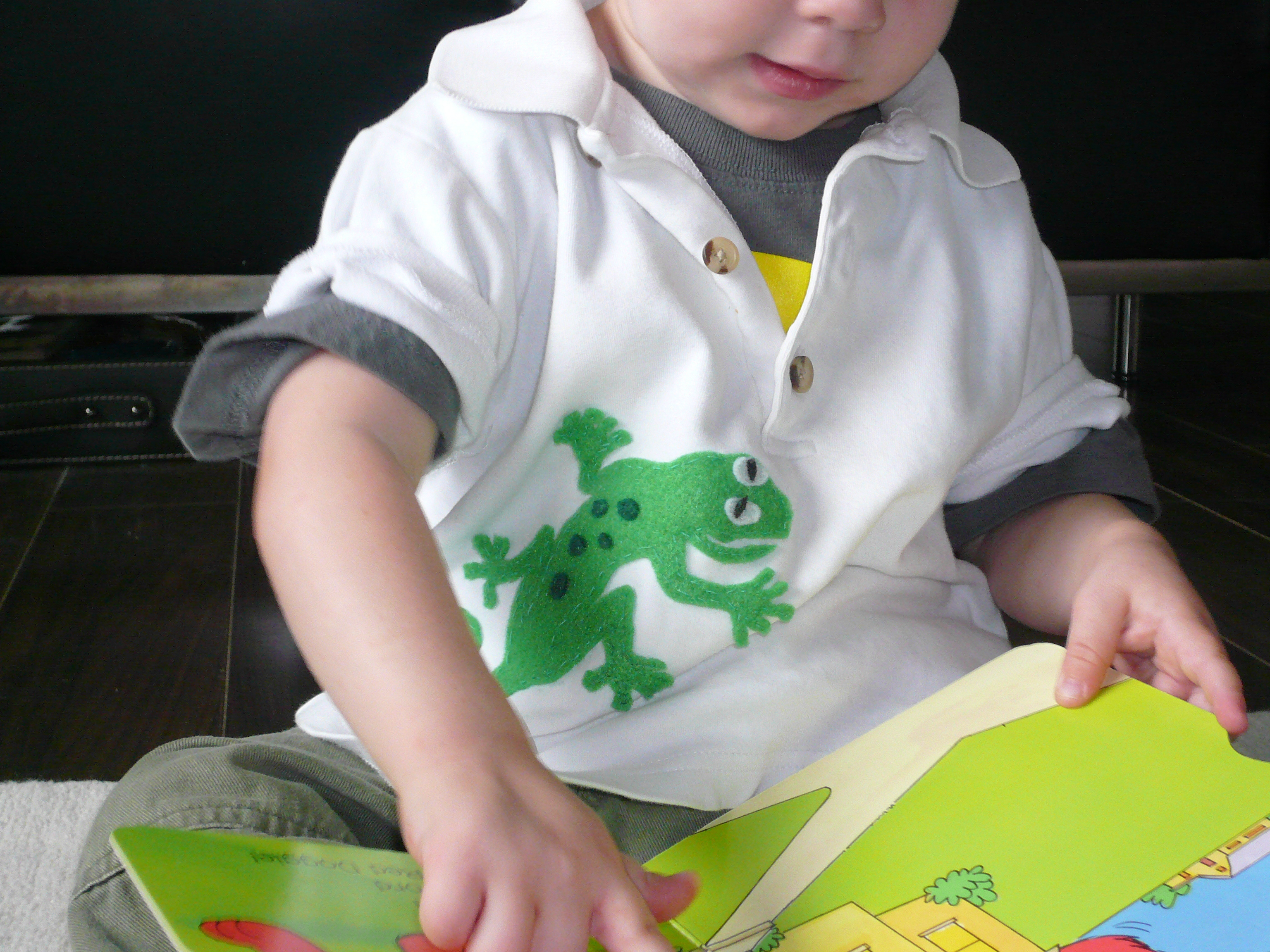 felt gecko on shirt