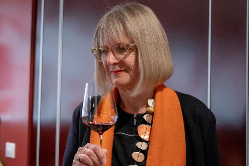 """""""Experto en vino en 24 horas"""", nuevo libro y copa de Jancis Robinson"""
