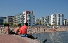 Aurinkolahti can get crowded in summer. Picture source: Wikimedia Commons.