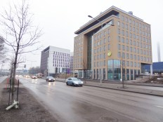 Manskun Rasti stands elegantly by Mannerheimintie, Helsinki's primary entry road. Manskun Rasti is the complex at the back. The one at the front is also a highly energy-efficient office building.