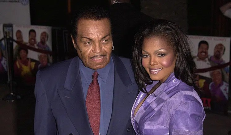 """Joe and Janet attend the """"Nutty Professor II: The Klumps"""" premiere in 2000 (Credit: DepositPhotos)"""
