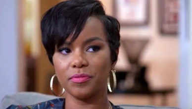 LeToya Luckett talks to Pastor John Gray in June 2017. (Credit: OWN/YouTube)