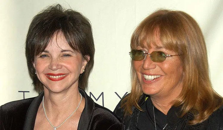Cindy Williams and Penny Marshall (Credit: Deposit Photos)
