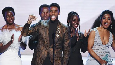 Chadwick Boseman gives a speech at the SAG Awards. (Credit: Twitter)