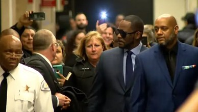 R. Kelly attended a child support hearing in Chicago on Wednesday, March 6, 2019. (Credit: YouTube/CBS Chicago)