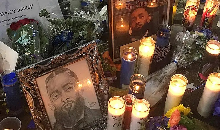 Fans erected a memorial to Nipsey Hussle outside the store were he was killed. (Credit: B. Higgs)