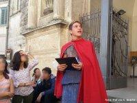 Un giovane nobile racconta i segreti di Piazza del Sedile.
