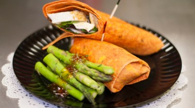 Chicken wrap w/asparagus