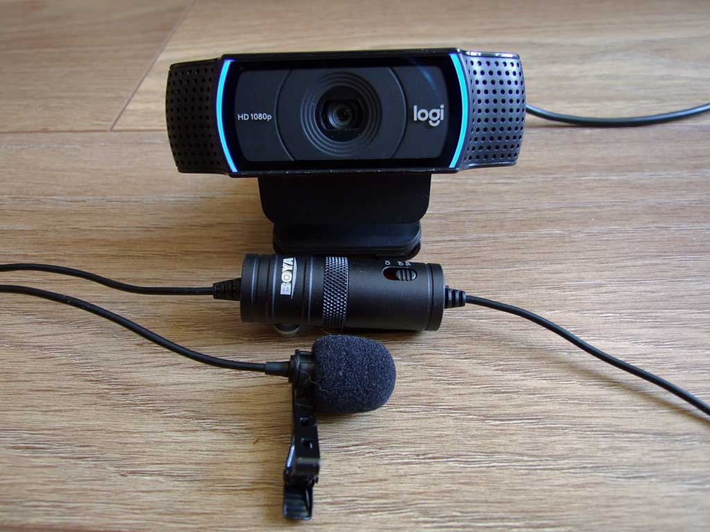 Do konsultacji zdalnych używam kamery Logitech C920 Pro Full HD oraz mikrofonu krawatowego Boya M1