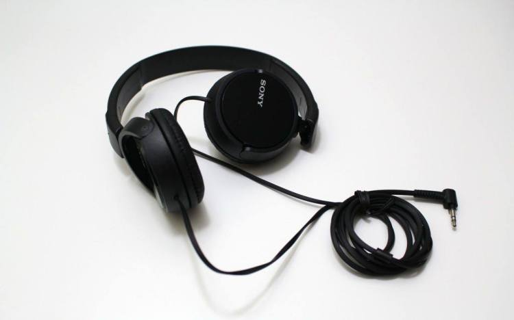 Sony-MDR-ZX110-Headphone-3