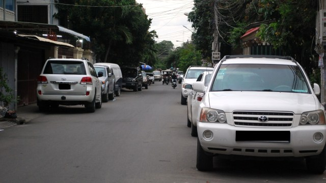 road-parking-in-phnom-penh