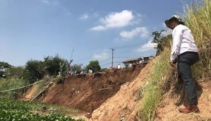 House collapses into river, others removed
