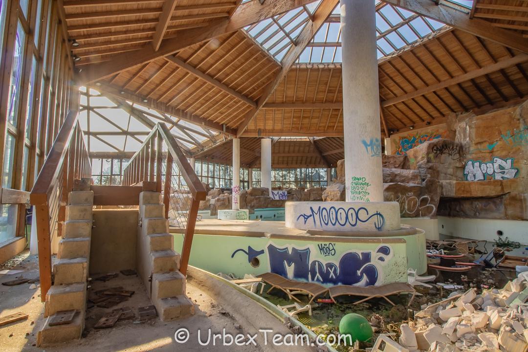Subtropical Swimming Pool 24