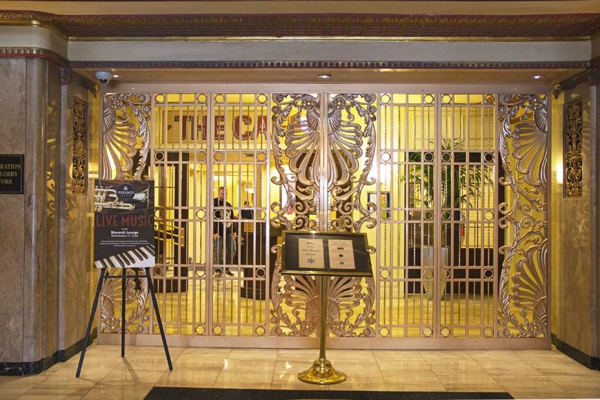 hilton-milwaukee-city-center-lobby