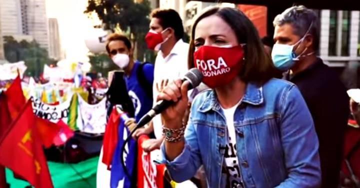 """Gleisi acredita no impeachment de Bolsonaro: """"Pelo tamanho das manifestações, acho provável"""""""