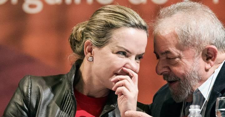 """""""A verdade está vencendo"""", diz Gleisi após STF anular """"mais uma farsa"""" contra Lula"""