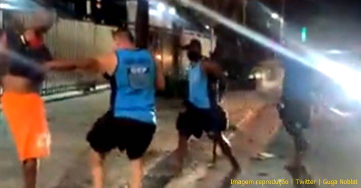 """Jornalista flagra GM-Rio """"espancando"""" vendedor ambulante de mate e impede sua prisão"""
