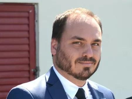Nome de Carlos Bolsonaro é mencionado por juiz como chefe de ORCRIM