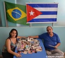 """Vindos de Cuba com seus dois filhos, os chefs de cozinha Loyda e Guilhermo trouxeram uma série de antigas fotografias coloridas e em preto e branco. """"Elas nos remetem a boas lembranças da nossa vida em Cuba. Quando sentimos falta daquela vida, olhamos as fotos"""", diz Loyda. """"Também mostramos as fotos aos nossos amigos"""", afirma Guilhermo. Eles chegaram no Brasil em 2009."""